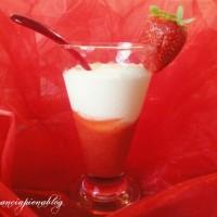 Coppa con fragole e crema (ricetta golosa)