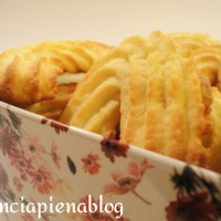Biscotti friabili (pasta frolla senza uova, ricetta tradizionale e bimby)