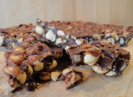 Torta al cioccolato e nocciole (ricetta senza cottura)