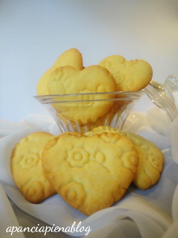biscotti ricamati a pancia piena