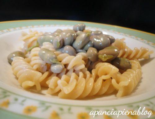 Fusilli integrali con fave novelle (ricetta vegetariana)