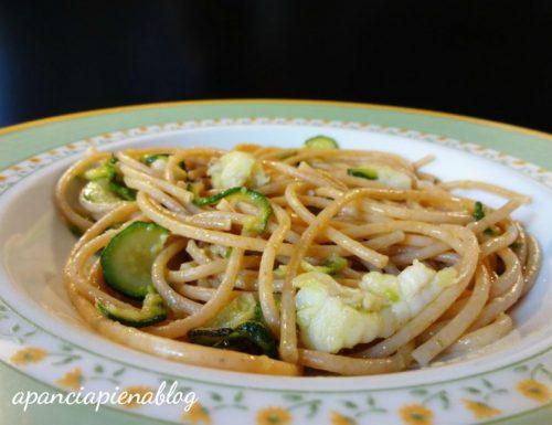 Spaghetti integrali con rana pescatrice e zucchine