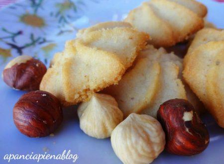Biscotti alle nocciole (ricetta tradizionale e bimby)