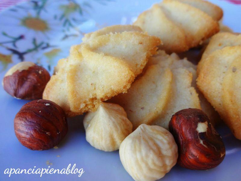 biscotti alle nocciole a pancia piena