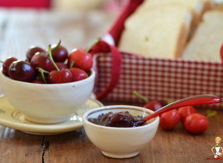 Marmellata di ciliegie (versione tradizionale e Bimby)