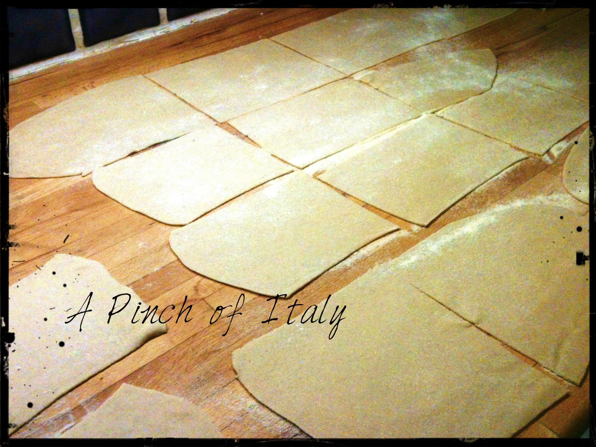 Pasta fresca all 39 uovo fatta in casa ricetta base a pinch of italy - Impastatrice per pasta fatta in casa ...