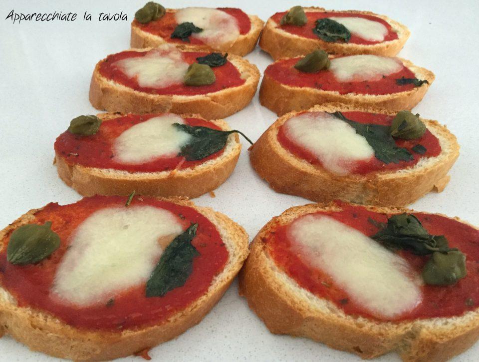 crostini pomodoro e basilico