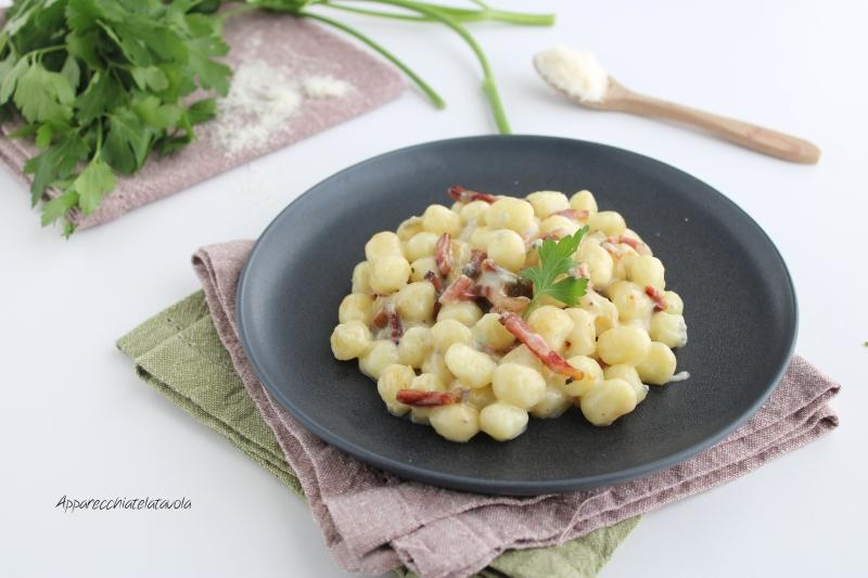 gnocchi al gorgonzola e speck