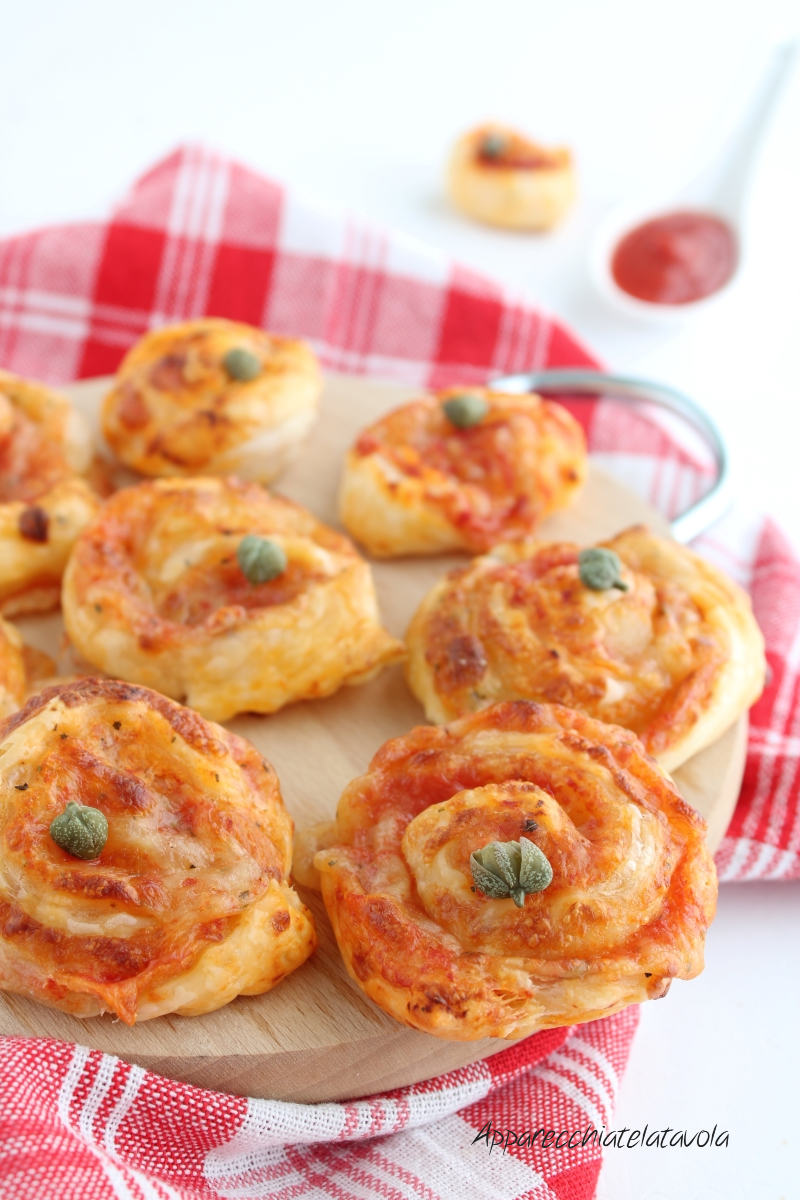 girelle di pasta sfoglia alla pizzaiola