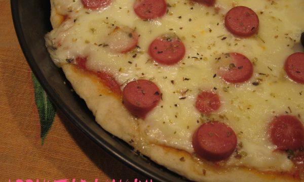 PIZZA WURSTEL E TOMA