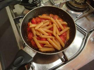 pasta di lenticchie ai due pomodor