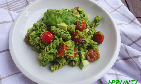 FUSILLI INTEGRALI CON PESTO DI AVOCADO