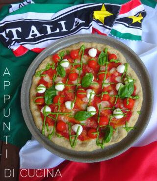 Pizza con pomodorini e mozzarelline
