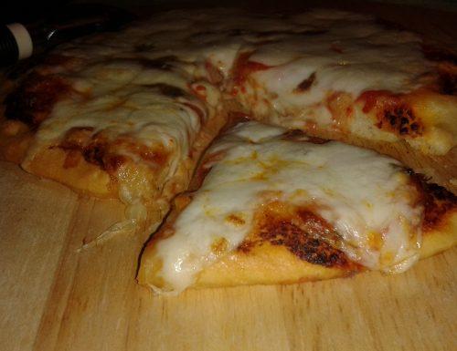 Pizza di Kamut con pomodoro, mozzarella e alici