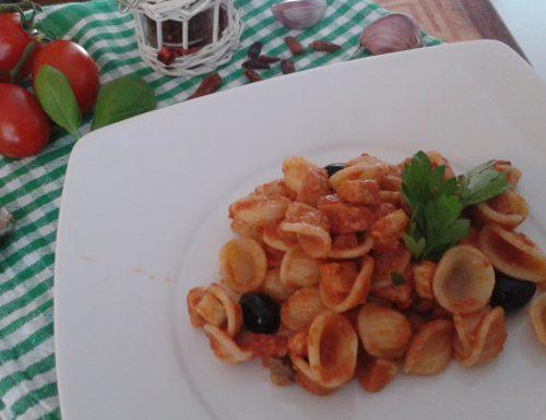 Orecchiette e pesce spada con pomodorini freschi