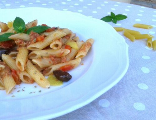 Penne con Tonno, Peperoni e Olive Taggiasche