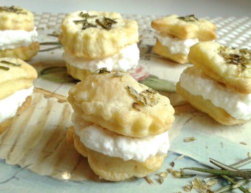 Biscotti brisé aromatici con ricotta