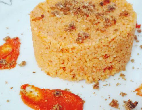 Couscous al pesto rosso e briciole croccanti di acciughe