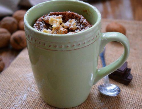 Mug cake al cioccolato e noci