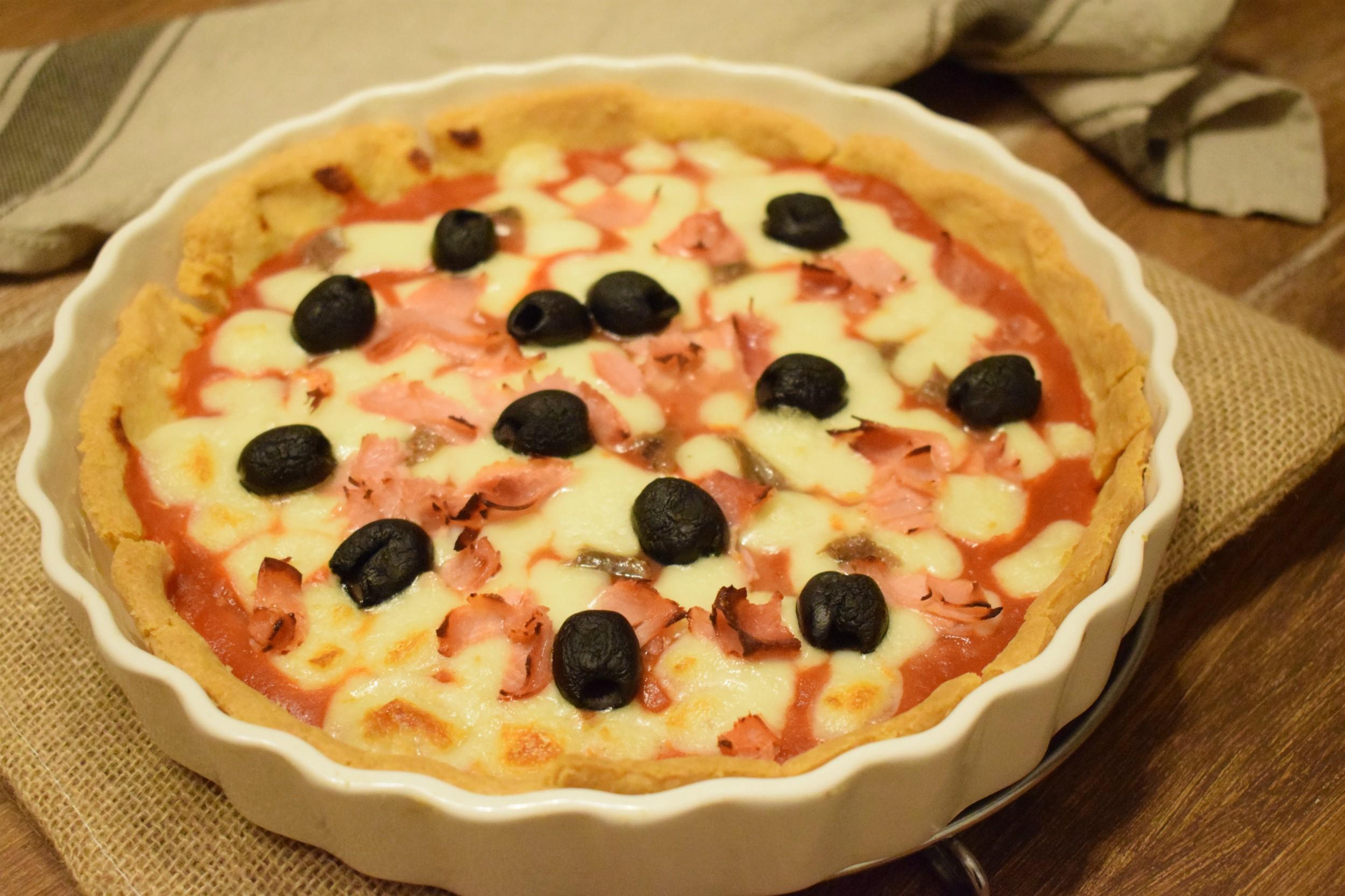 Quiche di polenta, mozzarella e olive