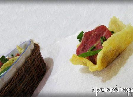 Cestini con crudo, rucola e formaggio