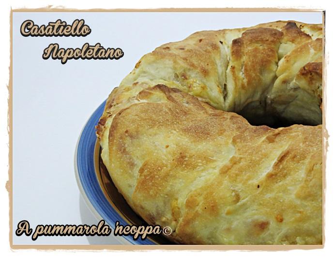 Casatiello ricetta A pummarola 'ncoppa