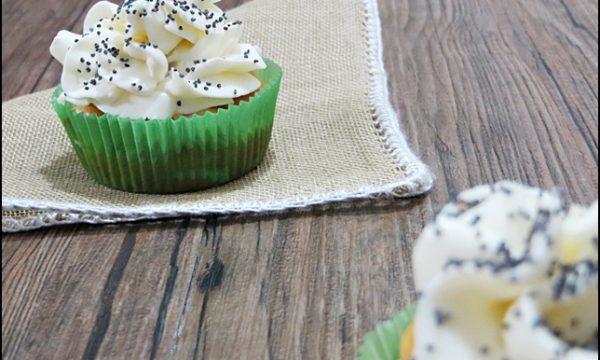 Cupcake salati con carciofi, prosciutto e formaggio cremoso