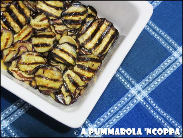 Melanzane grigliate marinate  ricetta A pummarola 'ncoppa