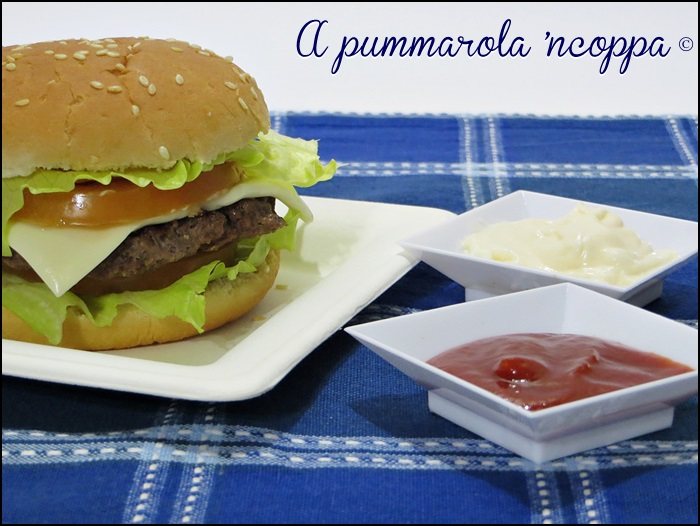 Panini da hamburger ricetta A pummarola 'ncoppa