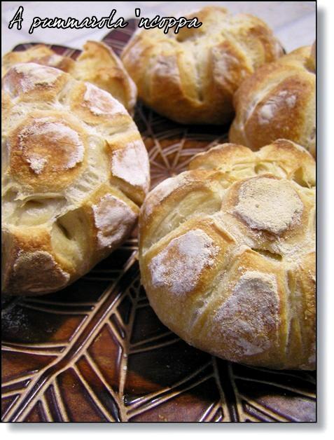 Rosette soffiate impasto pane fatto in casa ricetta A pummarola 'ncoppa