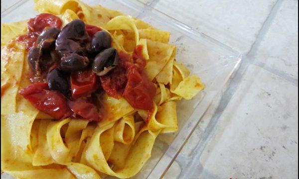 Pappardelle acciughe e olive