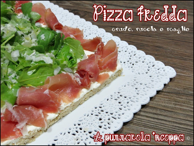 Pizza fredda prosciutto crudo rucola scaglie di parmigiano senza cottura ricetta A pummarola 'ncoppa blog cucina