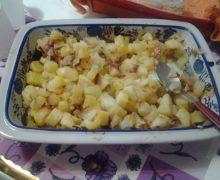 Patate pancetta, pomodoro secco e aromi