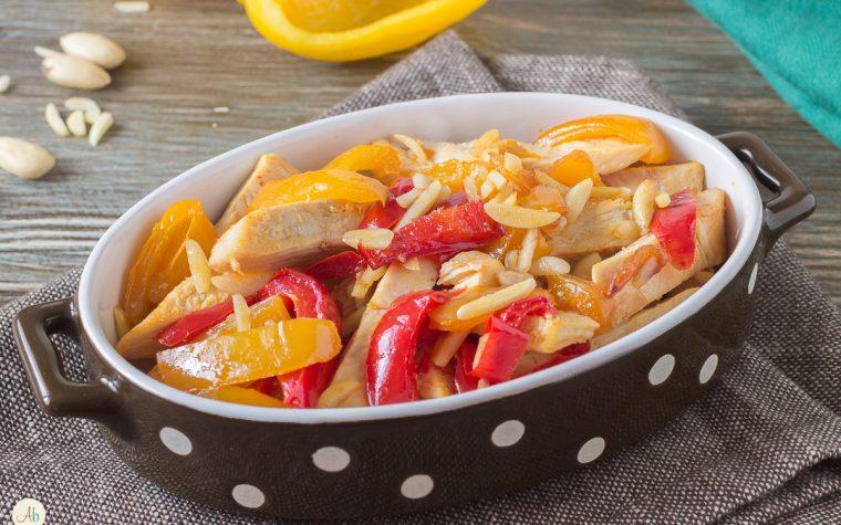 Pollo con Peperoni in Agrodolce e Mandorle