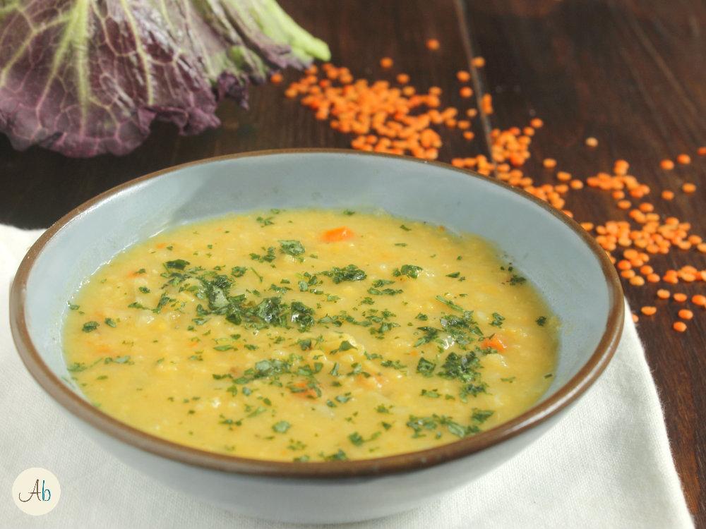 Zuppa di Verza e Lenticchie Rosse