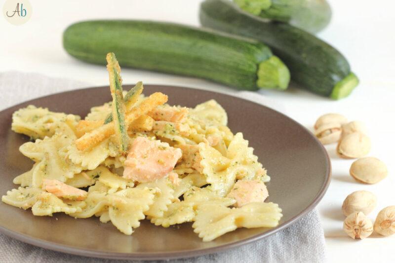 Pasta al Pesto di Zucchine e Salmone con Zucchine Croccanti