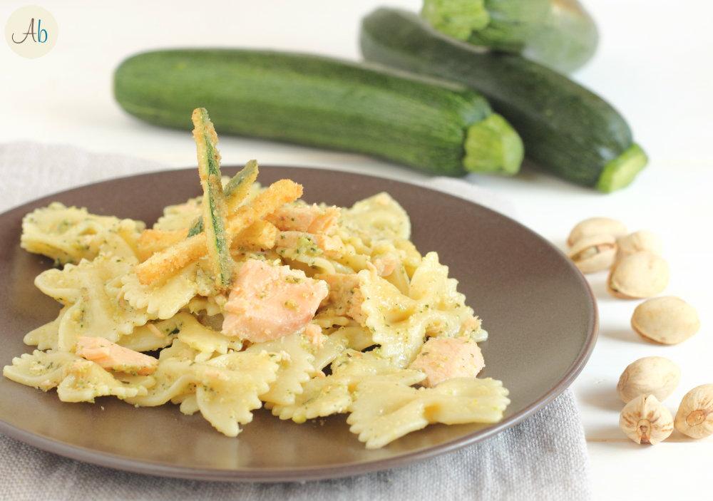 Pasta al Pesto di Zucchine e Salmone
