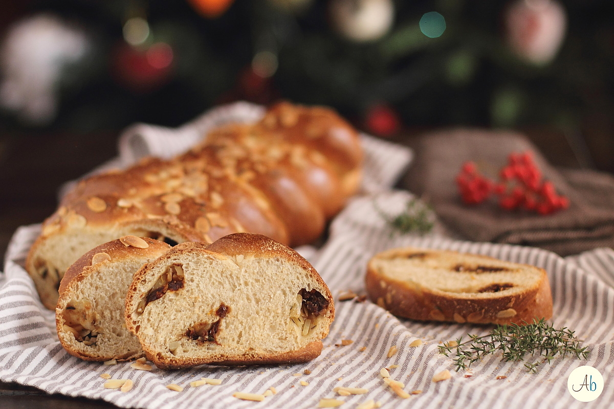 Treccia di Pane alle Mandorle