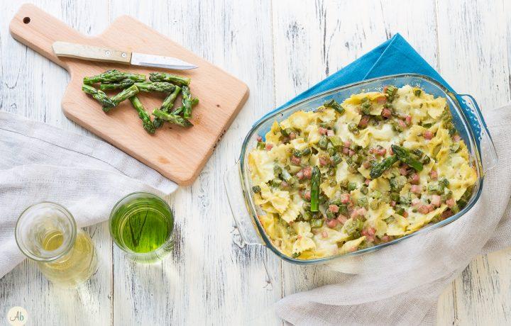 Pasta gratinata agli asparagi verdi