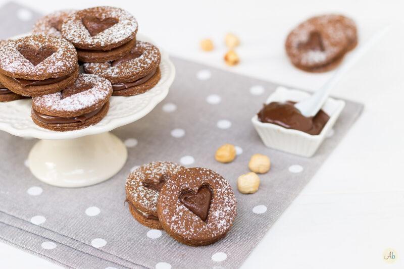 Biscotti al cacao con crema di nocciole
