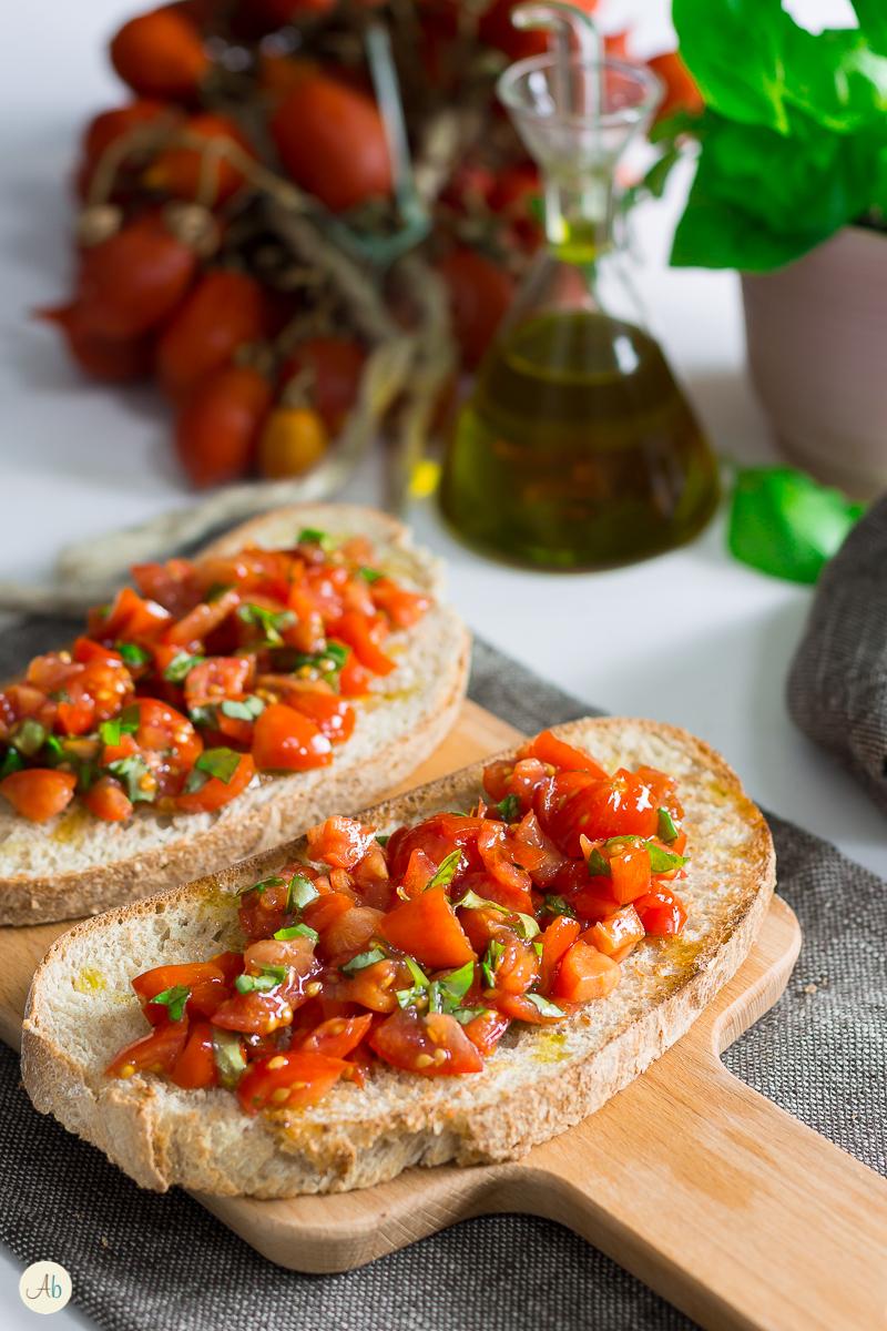 Bruschette integrali con pomodorini