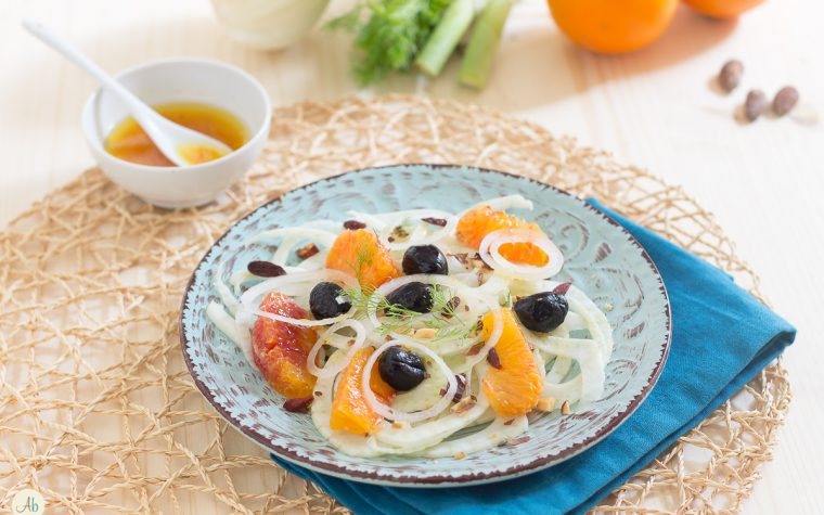 Insalata di finocchi ed arance con mandorle ed olive nere