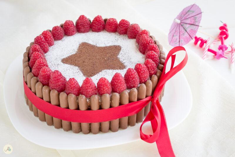 Torta cioccolato e lamponi con ganache al cioccolato al latte