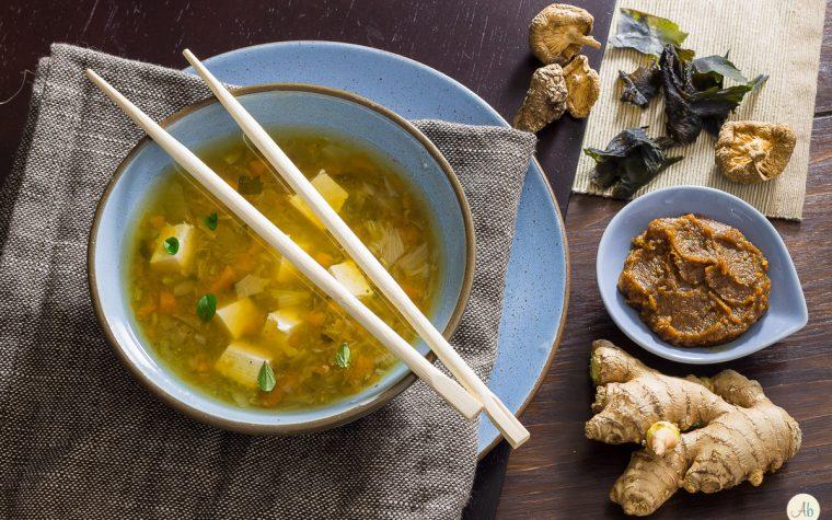Zuppa di miso con funghi shitake