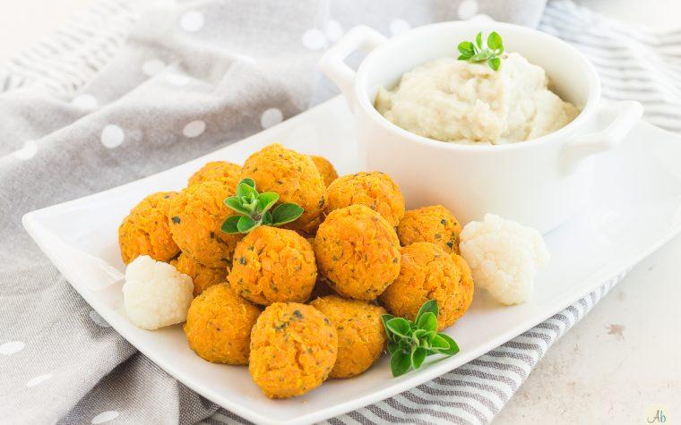 Polpettine di carote e ceci con crema di cavolfiore