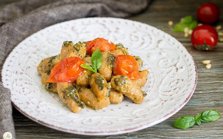 Gnocchi di batata al pesto e pomodorini