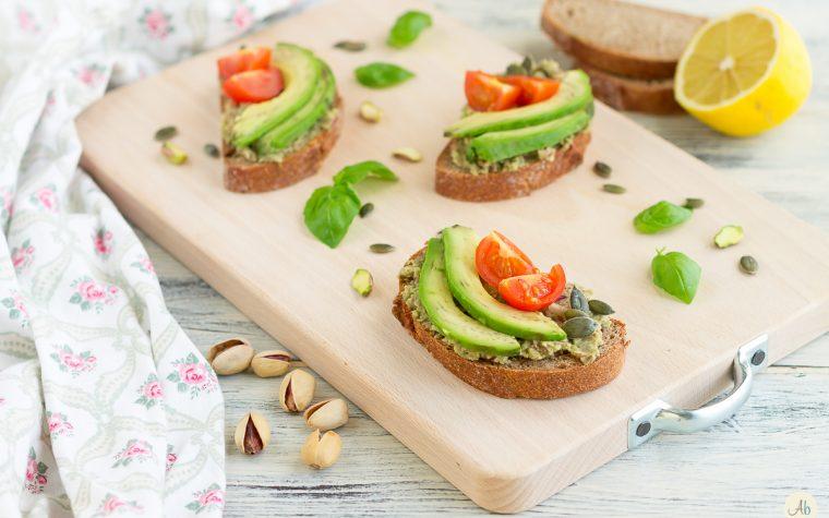 Bruschette con crema di avocado