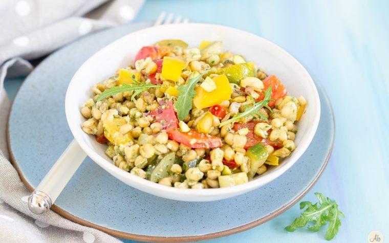 Insalata di grano Cappelli con verdure estive e pesto di rucola