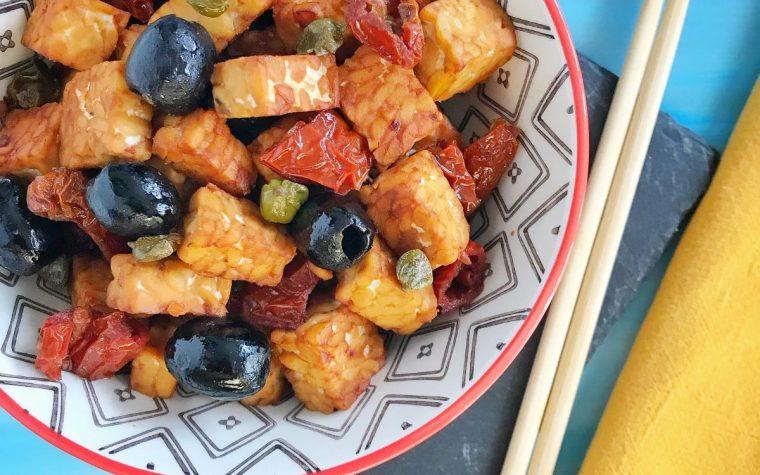 Tempeh saltato in salsa Tamari alla mediterranea