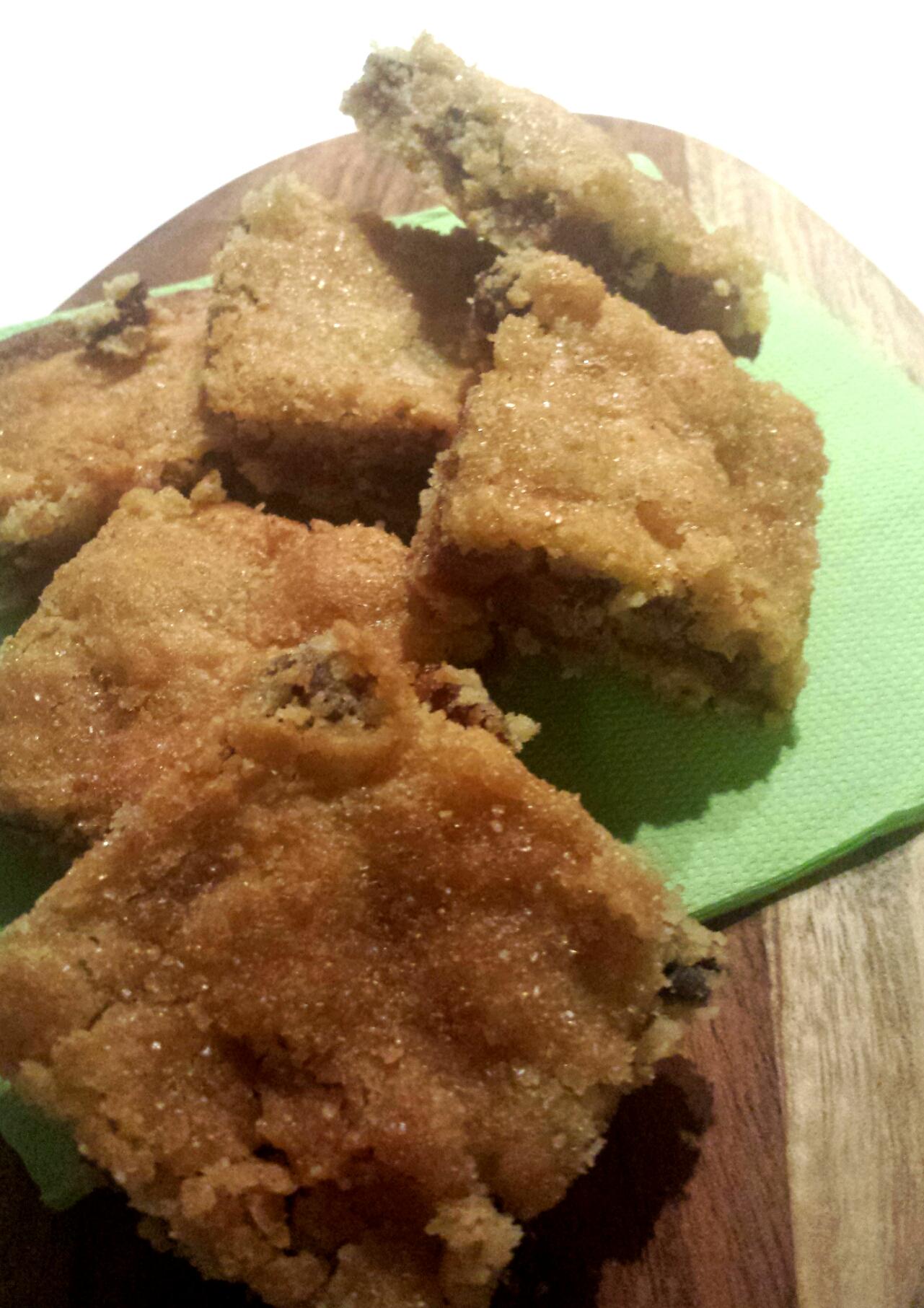 Biscotti farciti con marmellata uvetta e amaretti